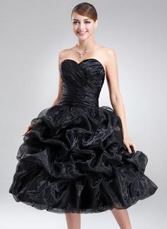 A-Line/Princess Sweetheart Knee-Length Organza Homecoming Dress With Ruffle