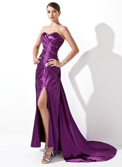 Forme Princesse Bustier en coeur Traîne moyenne Charmeuse Robe de soirée avec Plissé Emperler Fendue devant
